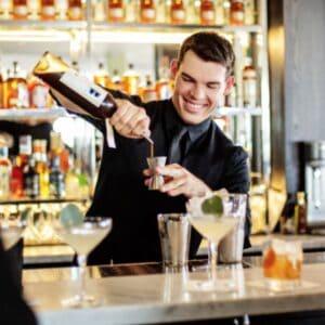 alexander machon mixing cocktails cocktailbar