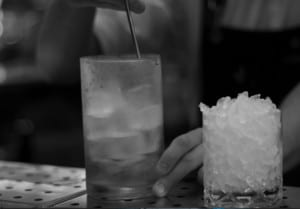 isterninger og knust is til cocktails